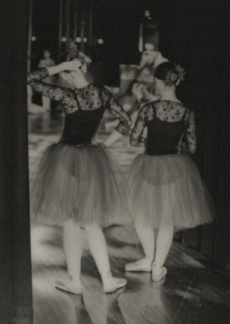 Pictorial photo of dancers